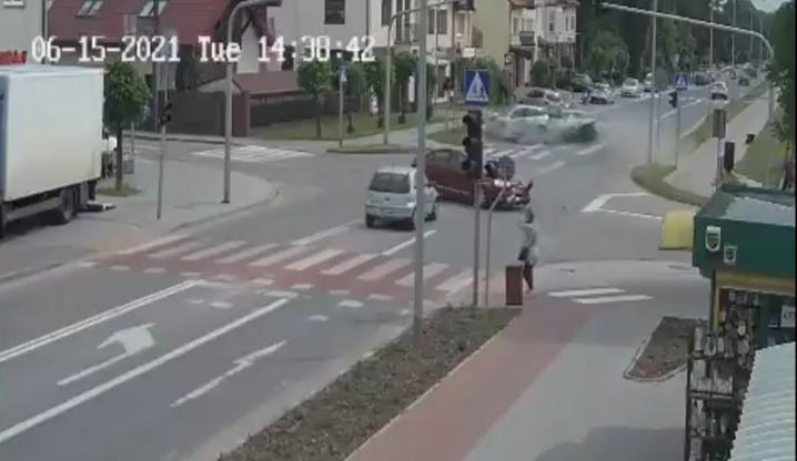 Płońsk. Zderzenie trzech aut. Ranne trzy osoby [WIDEO]