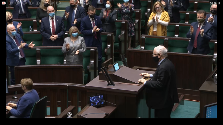 Sejm odrzucił wniosek o odwołanie Kaczyńskiego. Wicepremier wstrzymał się od głosu