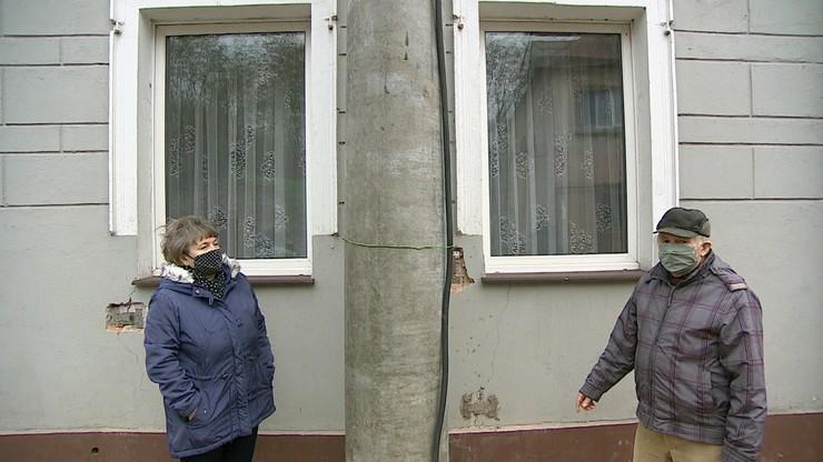 Nowy słup zniszczył stary dom. Emeryci walczą z urzędniczą machiną