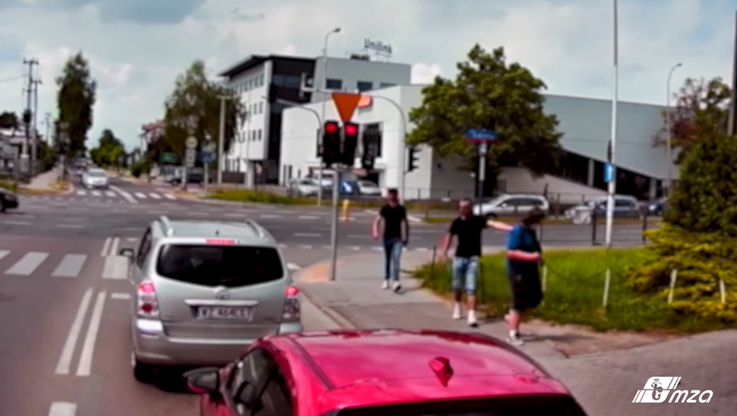 Warszawa. Kierowca autobusu uchronił mężczyznę przed pobiciem